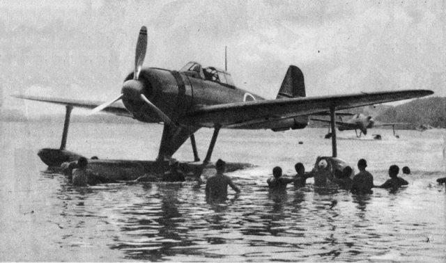 二式水上戦闘機.jpg